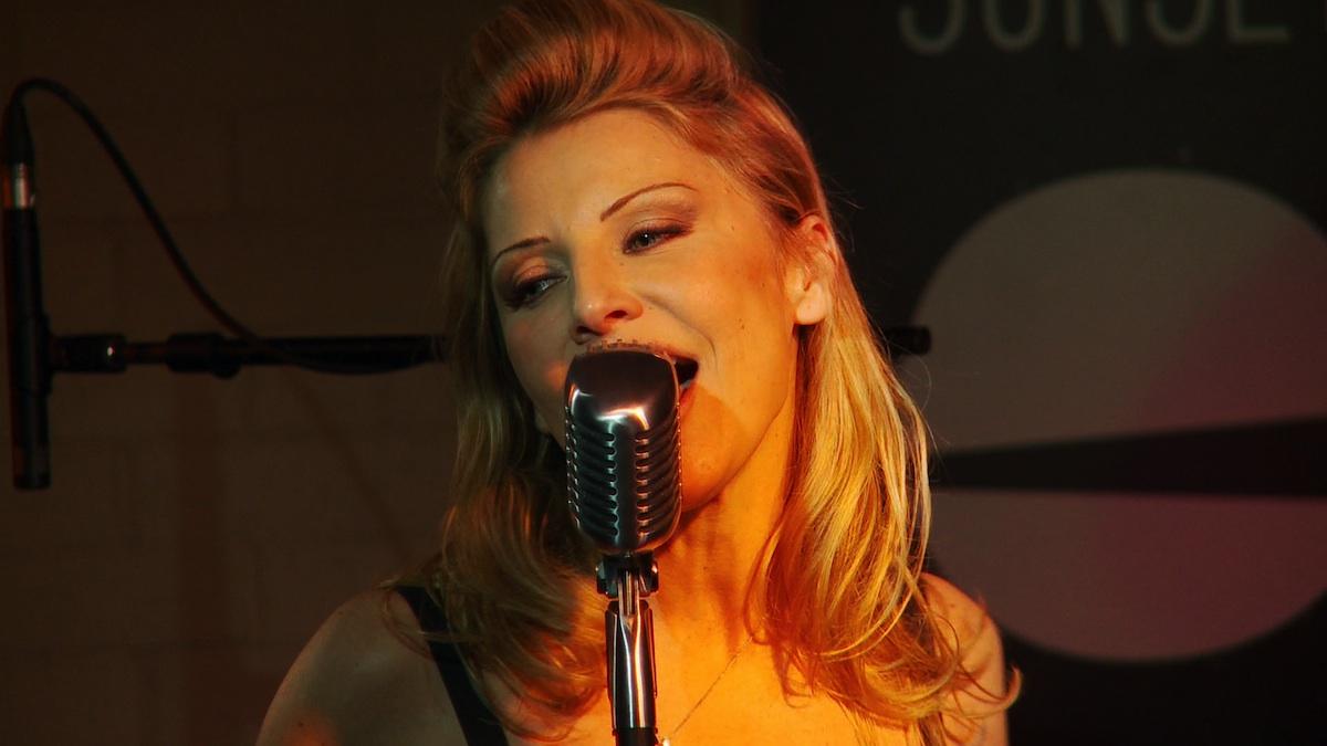 "Clara Oleg live in Paris performing ""Christmas in July"". Video enregistre a Paris au Club de Jazz Sunside Sunset."