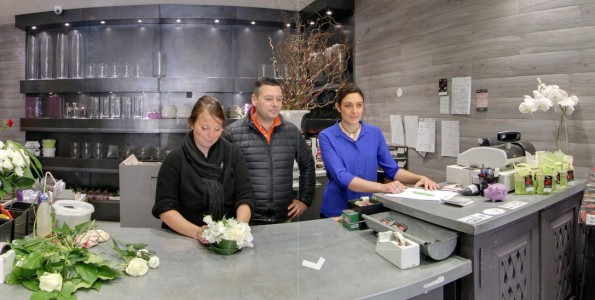 Sophie et Stephane Ventura et Severine a l'Atelier du Fleuriste Le Plessis Robinson. Google Street View Trusted. Photographer : 805 Productions Paris / Santa Barbara